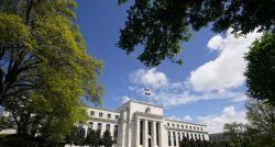 BC dos EUA mantém juros, mas indica que programa de compra de títulos pode ser reduzido em breve